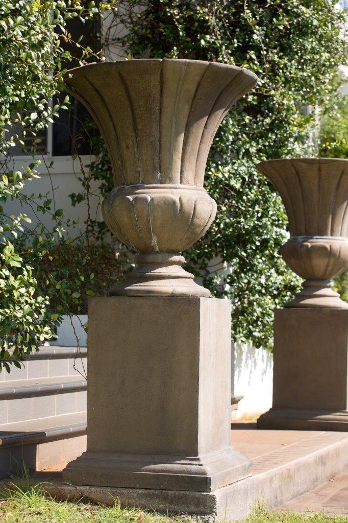 Pompeii Outdoor Urn & Pedestal